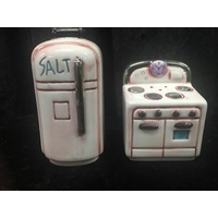 Vintage Inspired Salt & Pepper Shakers in Fridge & Stove
